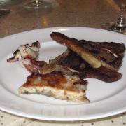 Cá hồi và thịt cừu nướng