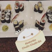 Ngon hĩ 😘😘nhìn thôi đã sướng mắt rồi!!! Thưởng thức cho nhanh mọi người ơi 😘😘🍣🍣🍣 MAKI MONO (salmon,tuna,tamago,ika shisho,avocado,kanpyo)...tẹc ga