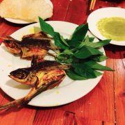 Cá chuồn nướng củ nén và nghệ