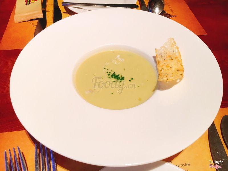 Soup măng cua