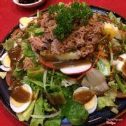 Salad cá mòi và hoàn toàn không đáng với số tiền... 100k cho mấy miếng cá mòi, cỡ 3 quả trứng luộc nhỏ và một đống rau?!?!