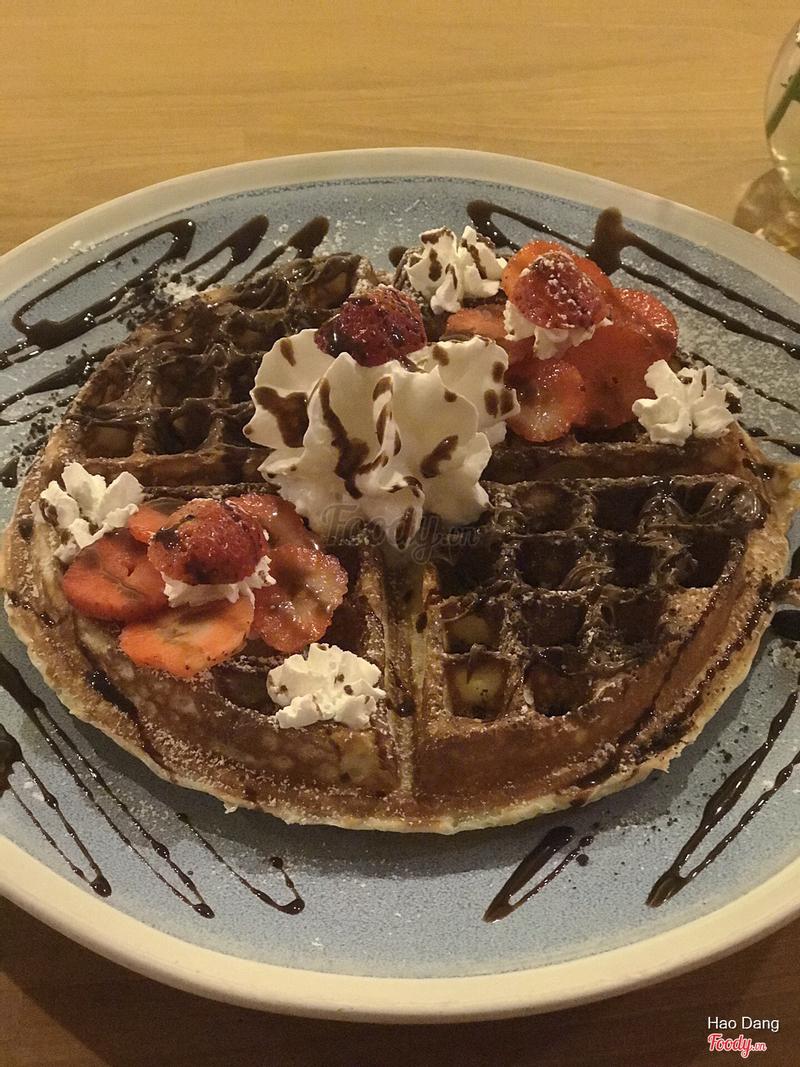 (half) Nutella Cookie + (half) Fresh Strawberry Waffle