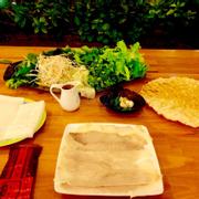 Đặc sản Trần đặc biệt: bánh tráng cuốn thịt heo 2 đầu mỡ