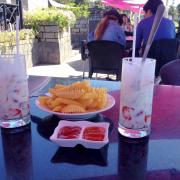 Thức uống và đồ ăn vặt