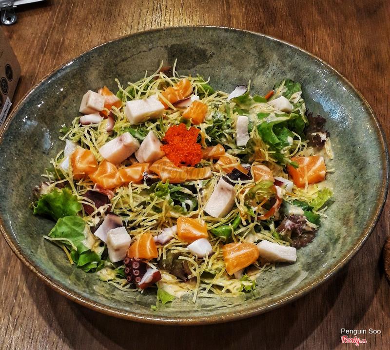 Salad cá bạch tuộc và rau 138k, dĩa to lắm