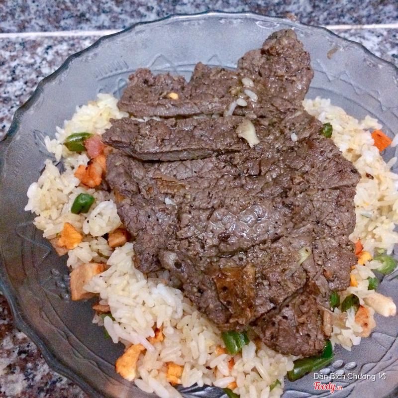 Cơm chiên bò bít tết