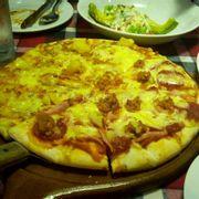 Pizza rất ngon . Không gian đẹp và mát lạnh . Tuy cuối tuần hơi đông nhưng nhân viên phục vụ rất chuyên nghiệp