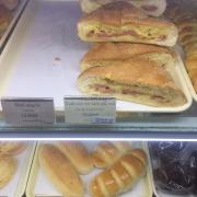 Bánh tươi xúc xích pho mai