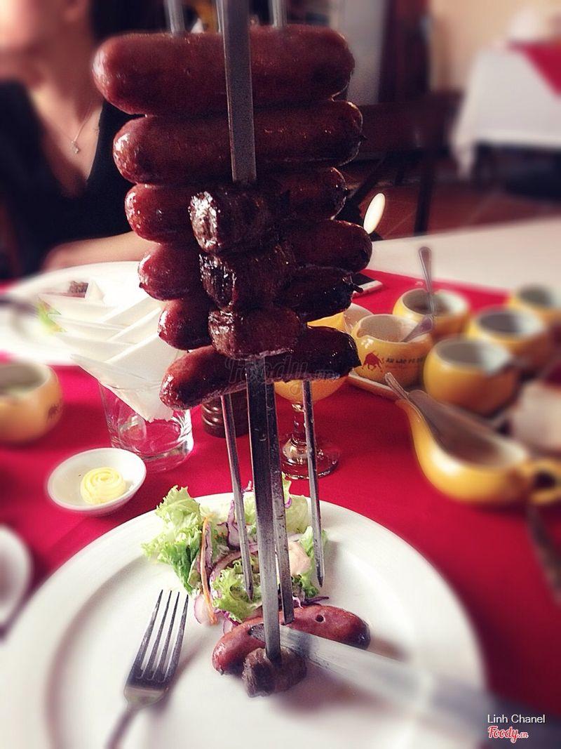Xúc xích + Thăn bò cuộn nướng
