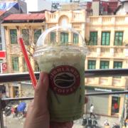 Ôi freeze trà xanh của Highlands là best thật sự ý. Uống 1 lần rồi là muốn uống mãi :))  View đẹp lộng gió đau đầu luôn nha ))