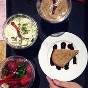 Bánh chuối, trà xanh đá xay, nước ép dưa hấu, ly kia coffee gì mình quên rồi :))