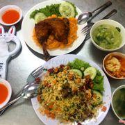 Cơm gà + cơm chiên Dương Châu