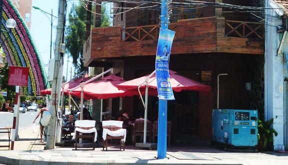 Summer Wine Corner Bar