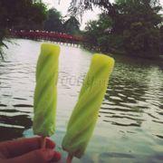 Đang nắng nóng ăn đc que kem Tràng Tiền tỉnh cả người