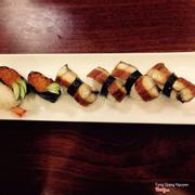 sushi lươn + sushi trứng cá hồi