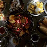 Ăn cũng no, thấy nhiều người khen món bạch tuộc nướng nên gọi thử, ăn cũng giống mực mà đợi chín rõ lâu. Trung bình 300k/2 người
