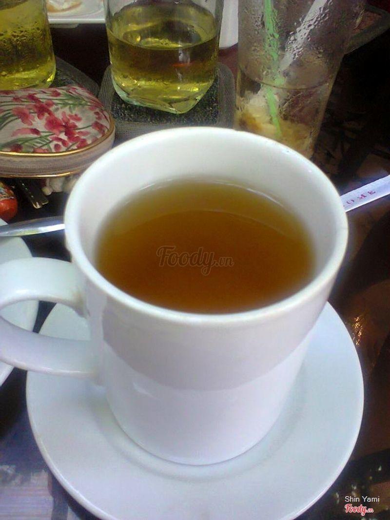 Ly trà nóng nhạt thếch