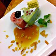Món ăn: Kem dâu và kem trà xanh Mô tả:. Kem trang trí rât dễ thương và ngọt ngào,nhìn là ko nỡ ăn ^^ Kem dâu và trà xanh kết hợp khá  lạ miệng, vừa ngọt vị dâu,vừa có vị đăng đắng trà xanh.