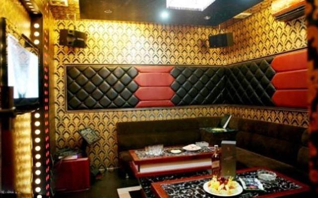 Hương Giang Karaoke