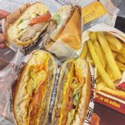 Burger gà nướng và bò