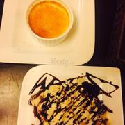 Kem brulee và crepe hạnh nhân socola