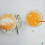 Cappuccino và nước quýt