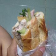 Bánh mỳ đầy ắp chả , thịt nguội - 15k/ổ , sốt và rau tỷ lệ quá ngon