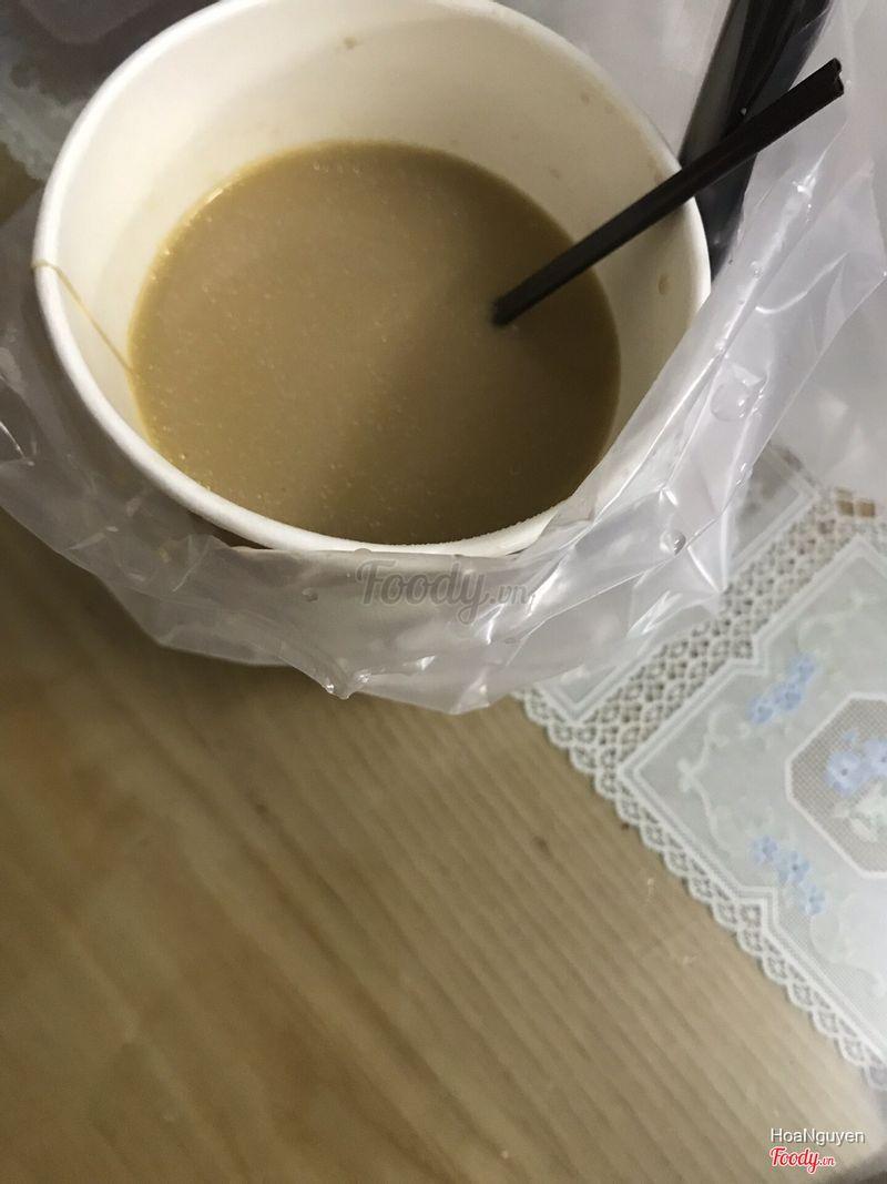 Cốc trà sữa đầy váng mỡ