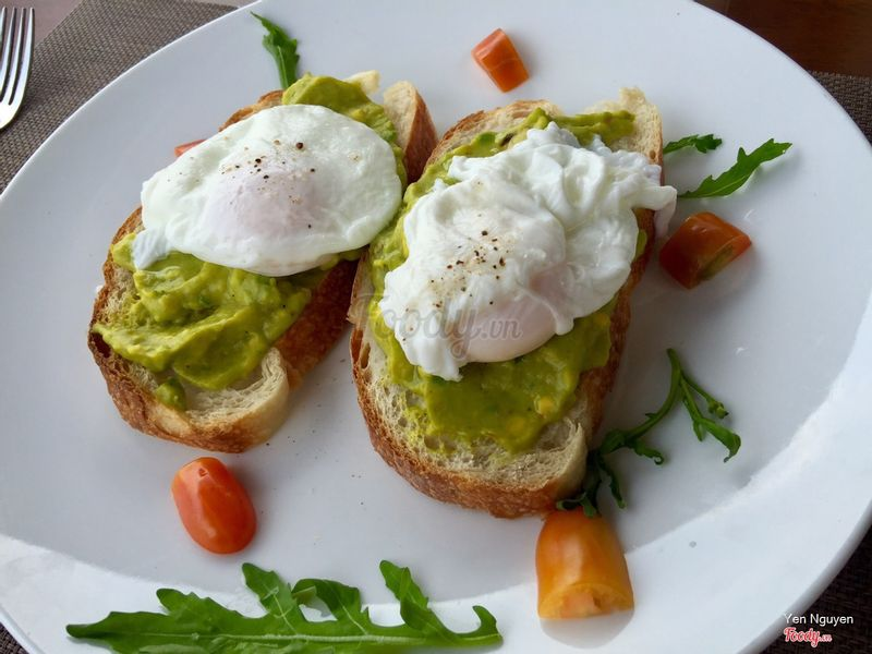 ggs benedict with asparagus