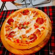 Pizza xúc xích thập cẩm