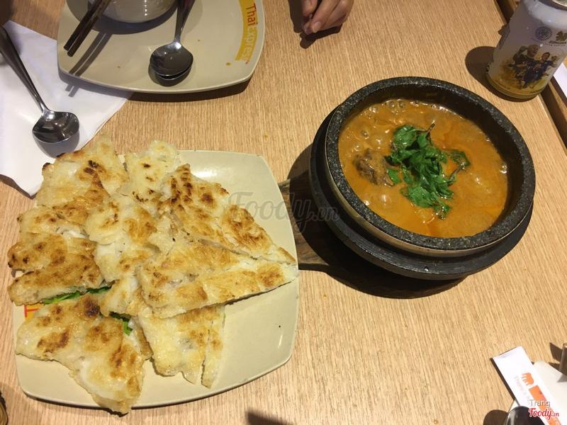 curry bò ăn cùng bánh phở rán