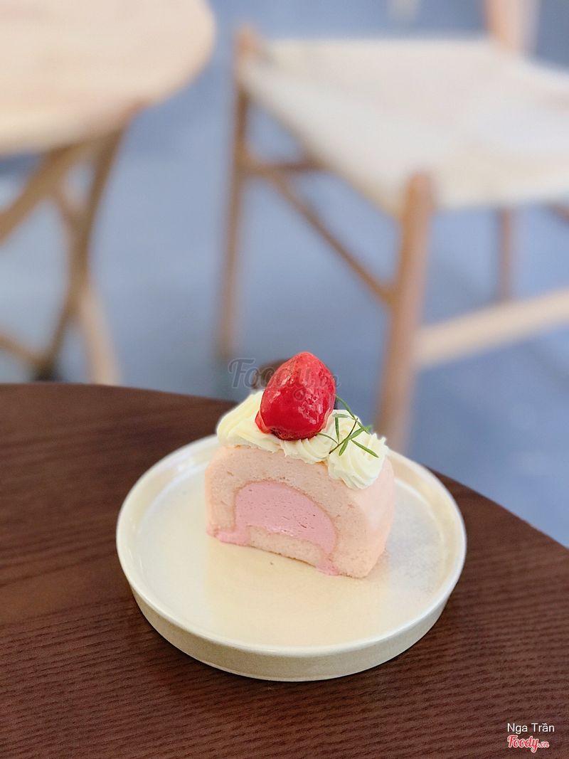Strawberry Spring Roll