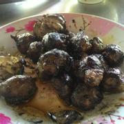 Bò nướng mỡ chài tự nướng nên đen thui