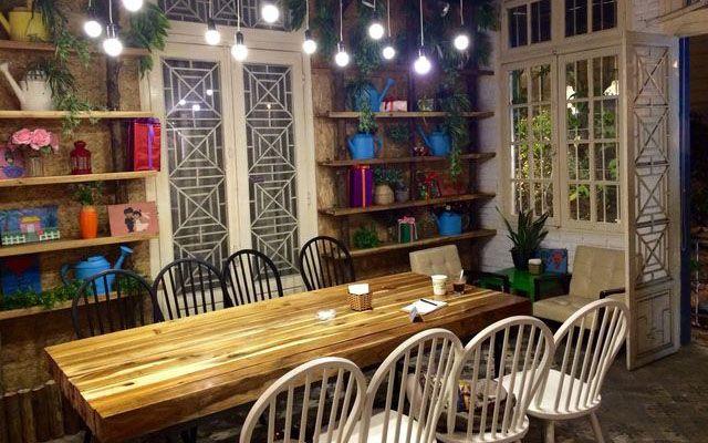 Hoa 10 Giờ - Floral & Book Cafe - Hàng Vôi