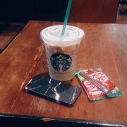 Chai tea latte sz vừa 70k uống thơm thơm mùi quế, gần như dạng trà sữa mà uống hết cốc này no vãi ạ :((