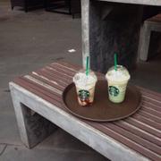 Chuỗi cửa hàng coffee mình yêu thích nhất :D mặc dù đồ uống và ăn có giá khá chát nhưng không thể phủ nhận độ hot ở đây đc :)))) tuyệt