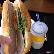 Trên tay bánh mì bò 23k