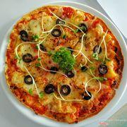 Cafe_De_La_Poste_pizza_thit_xong_khoi_thom
