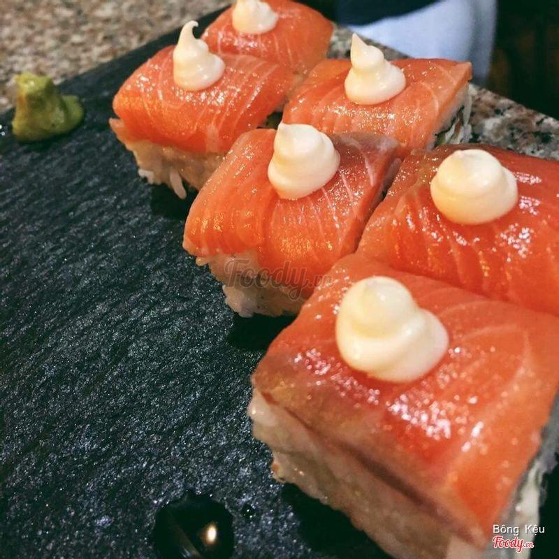 sushi cá hồi