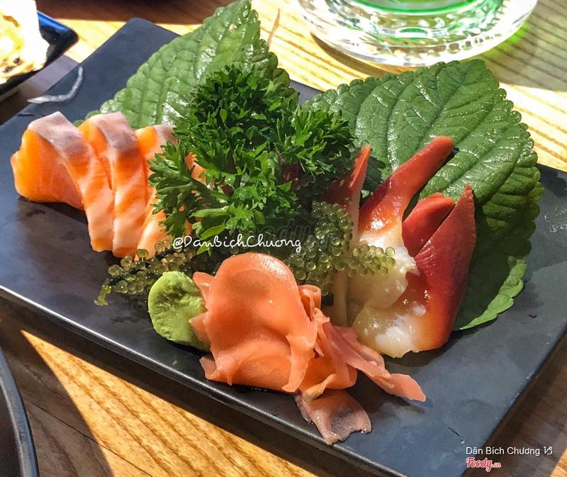 Sashimi cá hồi & sò đỏ