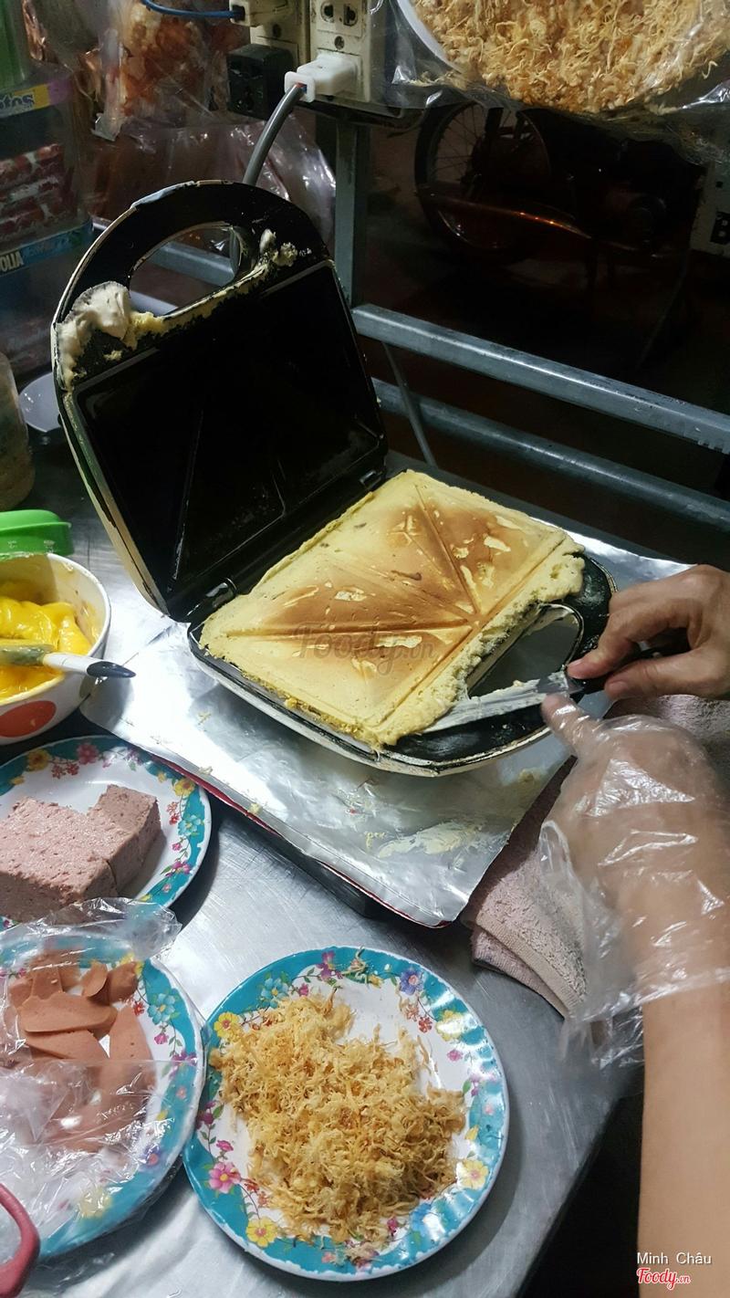 Bánh hotdog mặn 5k/cái