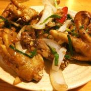 Chân gà chiên mắm là món mình gọi nhiều nhất, 6 người 3 đĩa :)), khá ngon, nhưng có vẻ hơi ít
