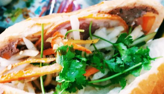 A Vĩ Bakery - Bánh Mì Thịt & Heo Quay - Trần Đình Xu