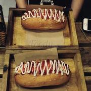 Hotdog station số 12 hàng Than, rất ngon vì mình ăn tại chỗ nên nóng, 2 suất hotdog cả nước hết 60k. Nhân viên ở đây cũng nói năng dịu dàng dễ thương, đợi hơi lâu một chút ạ