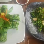Bò cuốn cải xanh với bông thiên lý xào tỏi