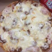Pizza bò bănm xúc xích