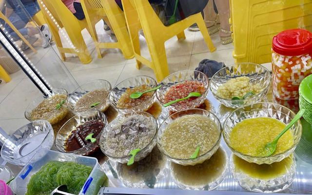 Quà Vặt Cô Hai - Ăn Vặt - Pham Văn Đồng