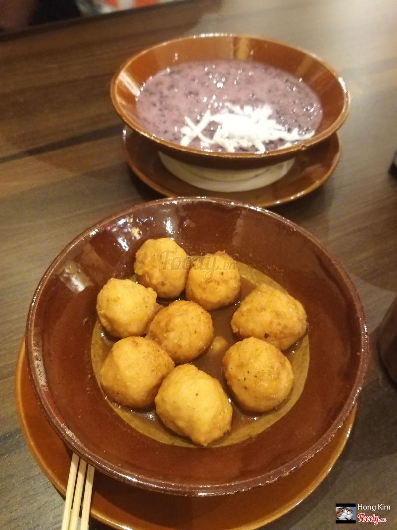Cá viên cà ri và chè nếp than sữa dừa