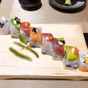 Roll đặc biệt của quán. Được thử nhiều loại cá.