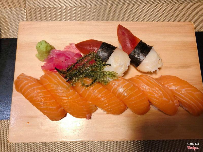 Cá hồi ít mỡ. Sò lửa Nhật ngon.